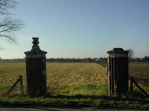 Groeten uit Geulle: poort aan de Maas